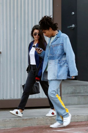 EXCLUSIVE: Kourtney Kardashian hangs out with a friend while she does some shopping at the cross creek market in Malibu Pictured: Kourtney Kardashian Ref: SPL1391642 121216 EXCLUSIVE Picture by: Splash News Splash News and Pictures Los Angeles:310-821-2666 New York:212-619-2666 London:870-934-2666 photodesk@splashnews.com